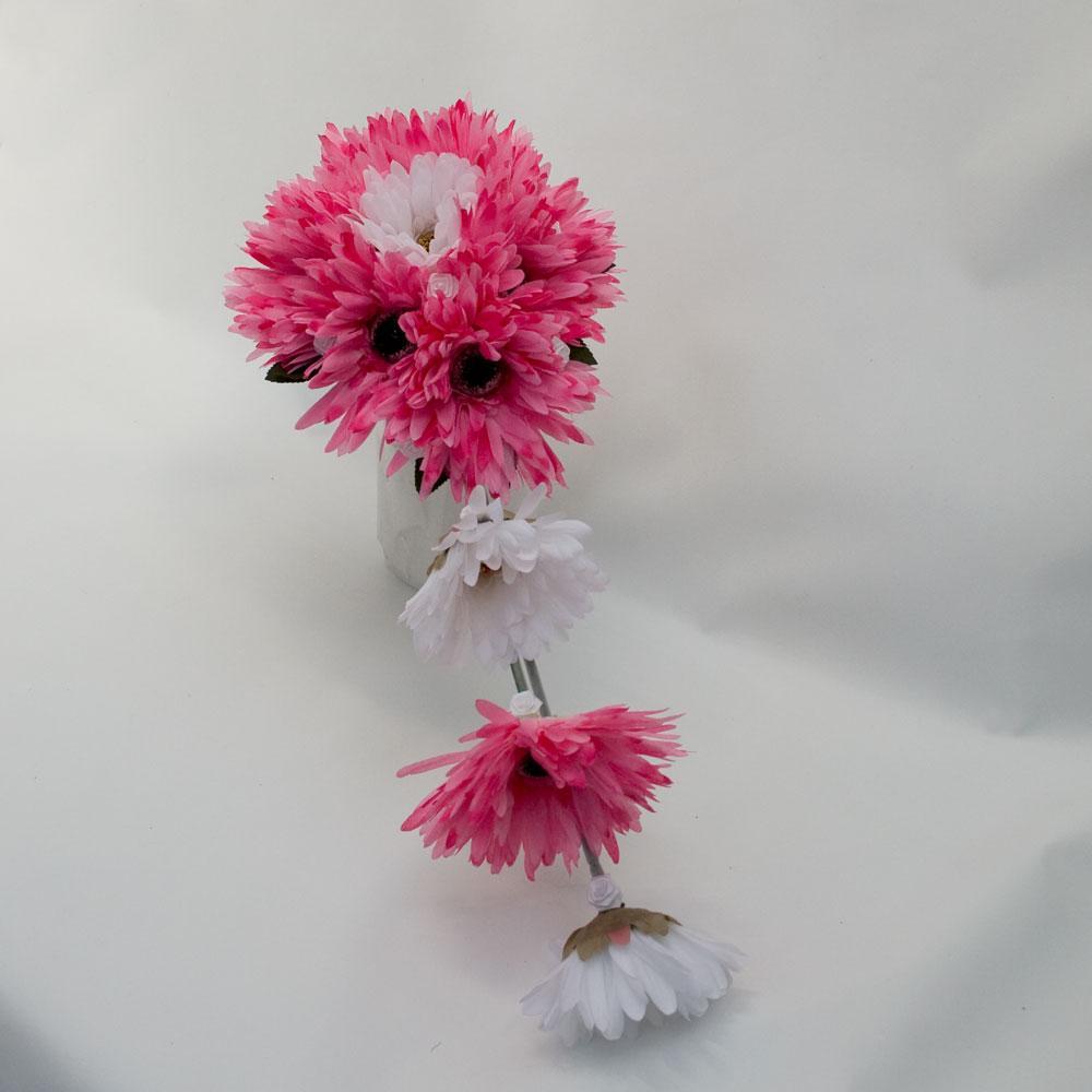This elegant bridal bouquet is