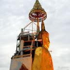 Nawet złoty Budda, wysoki na parę pięter, na zdjęciu się nie prezentuje.