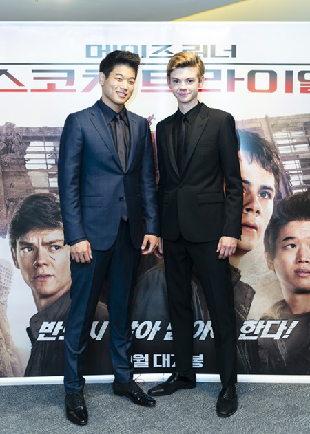 Ki Hong Lee and Thomas Brodie-Sangster 3