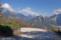 Alte Militärstraße mit 29 dicht übereinander liegenden Kehren und 9 Kehrtunneln hoch zum Monte San Simeone (1215m) mit einer gewaltigen Aussicht.
