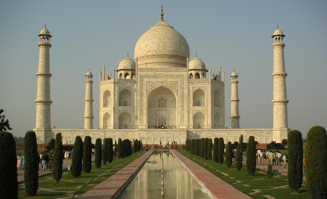 India: Yellowing Taj Mahal to go under scaffold for 'mud pack'