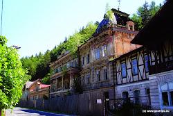 Avšak objekty dnes již bývalých lázní utrpěly za okupace, po znárodnění v r. 1948 a hlavně po nepodařené privatizaci počátkem 90. let minulého století.