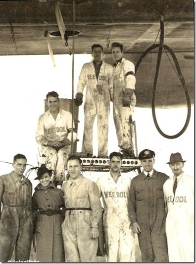 Hoff and Veedol crew with Hindenburg mechanics