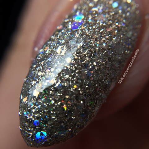 silver-holographic-textured-nail-polish