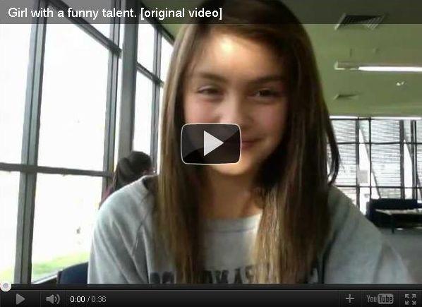 Смешное видео про девочку с удивительной мимикой, она виртуозно двигает...