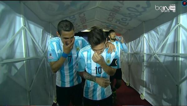 Messi dan Di Maria menertawakan taktik pelatihnya