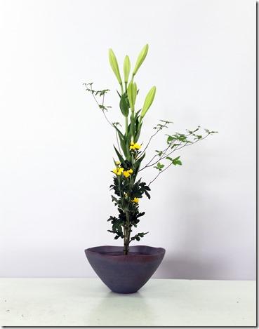 【生花正風体】ドウダンツツジ、ユリ、小菊