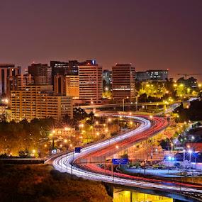 Luz no S... by Rui Catarino - City,  Street & Park  Neighborhoods ( eixo norte sul lisboa nocturno )
