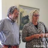 Bloemetje voor wethouder Hennie Hemmes - Foto's Simon Koster