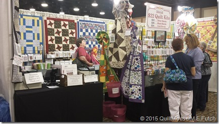 HersheyQuiltShow2015-07-23-Browsing