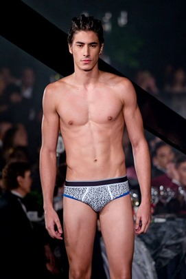Red Charity Gala River Viiperi Bench12