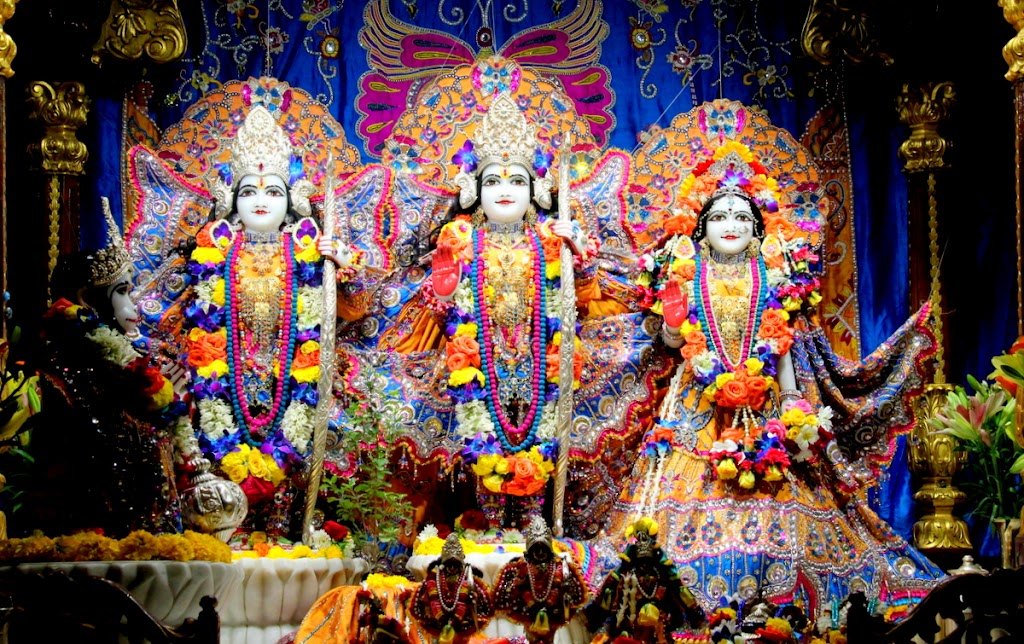ISKCON Juhu Sringar Deity Darshan 14 Jan 2016 (22)