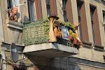 Byens borgere havde dekoreret altanen i anledning af flettefestivalen.
