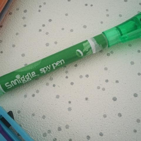 smiggle spy pen