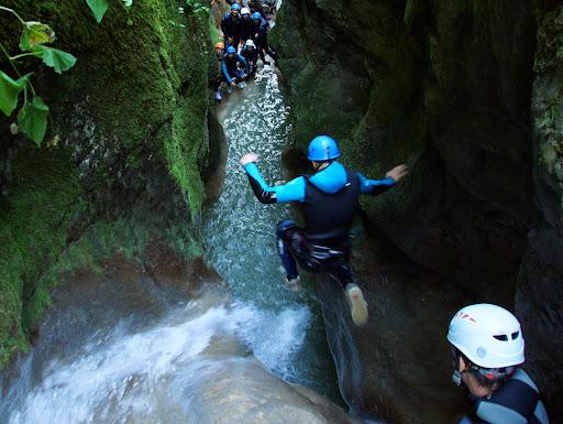 Le Canyon du Grenant situé en Chartreuse à coté d'Aigbelette. Parfait pour découvrir le canyoning proche de Lyon