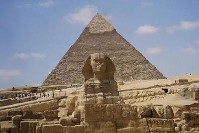 Pirámide de Keops. Bloques de piedra caliza. IV dinastía. Siglo XXVI a. C. El Cairo, Egipto.