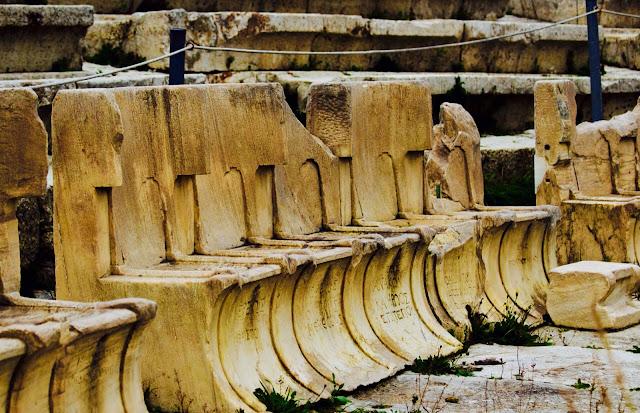 Historia de las civilizaciones los asientos de m rmol del for Origen del marmol