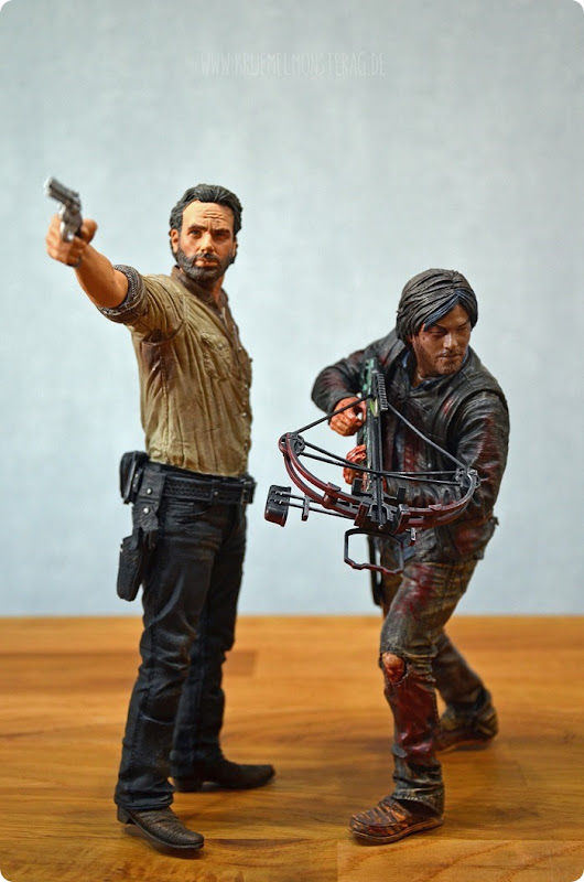 #twd (10) The Walking Dead McFarlane Action Figure Deluxe Rick Grimes and Daryl Dixon