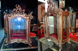Настольный шкафчик в стиле барокко. 19-й век. Резьба позолота, одна дверка, стекло. 59/32/85 см. 2500 евро.