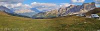 Auf dem Passo di Giau (2233m). Unten im Tal die Orte Pocol und Cortina d'Ampezzo.