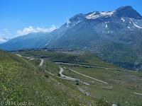 Hoch zum Col du Mont Cenis. Gleich hinter dem ersten Anstieg zur Staumauer des Lac du Mont Cenis.