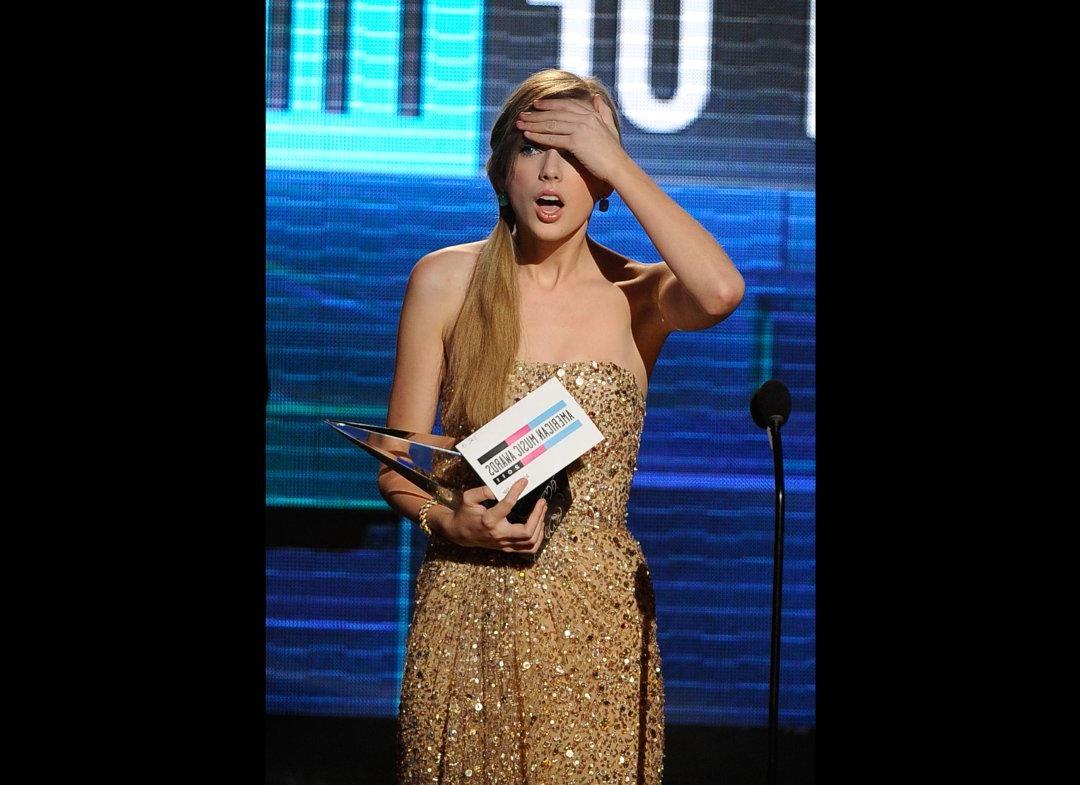 Taylor Swift Wins AMA,