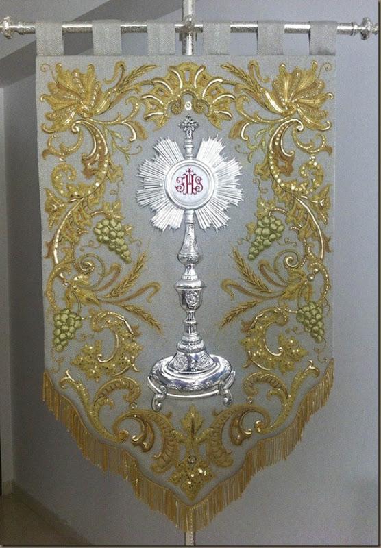 bordados alvaro abril oro y aplicacion diseño 2015 estandarte sacramental cogollos vega