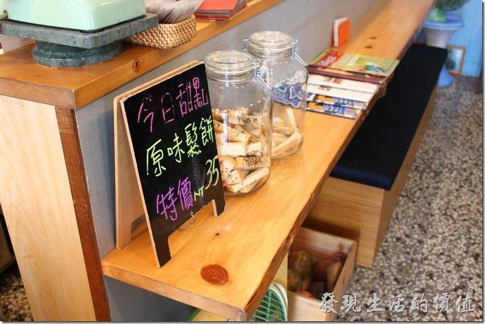 台南-巫比屋。店內採半自助式服務,全部餐點採現點現做,餐具及水自行取用。