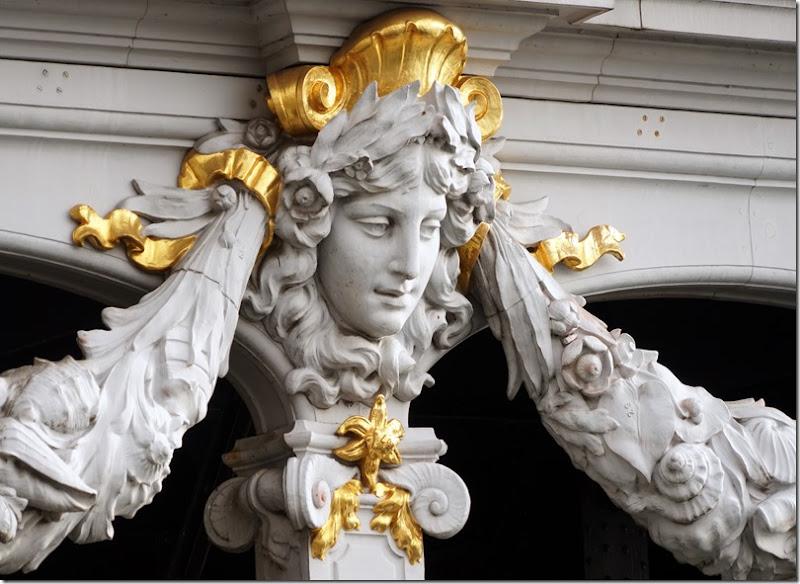 paris under pont alexandre III 110715 00003