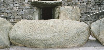 800px-Newgrange,_Ireland