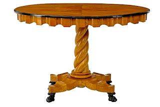 Антикварный круглый стол 19-й век. 107/73 см. 3700 евро.