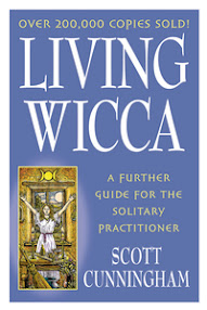 Cover of Scott Cunningham's Book Living Wicca A Further Guide For The Solitary Practitioner