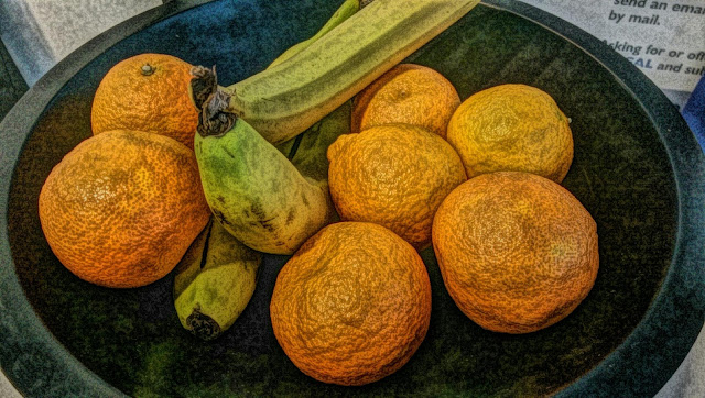 Free image of oranges and bananas for commercial use.