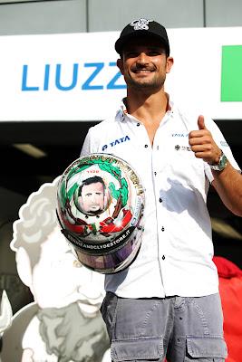специальный шлем Витантонио Льюцци к Гран-при Италии 2011 в Монце вид сверху