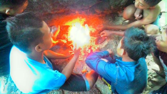 Bakar-bakar ikan di Pantai Wedi Ombo Gunungkidul