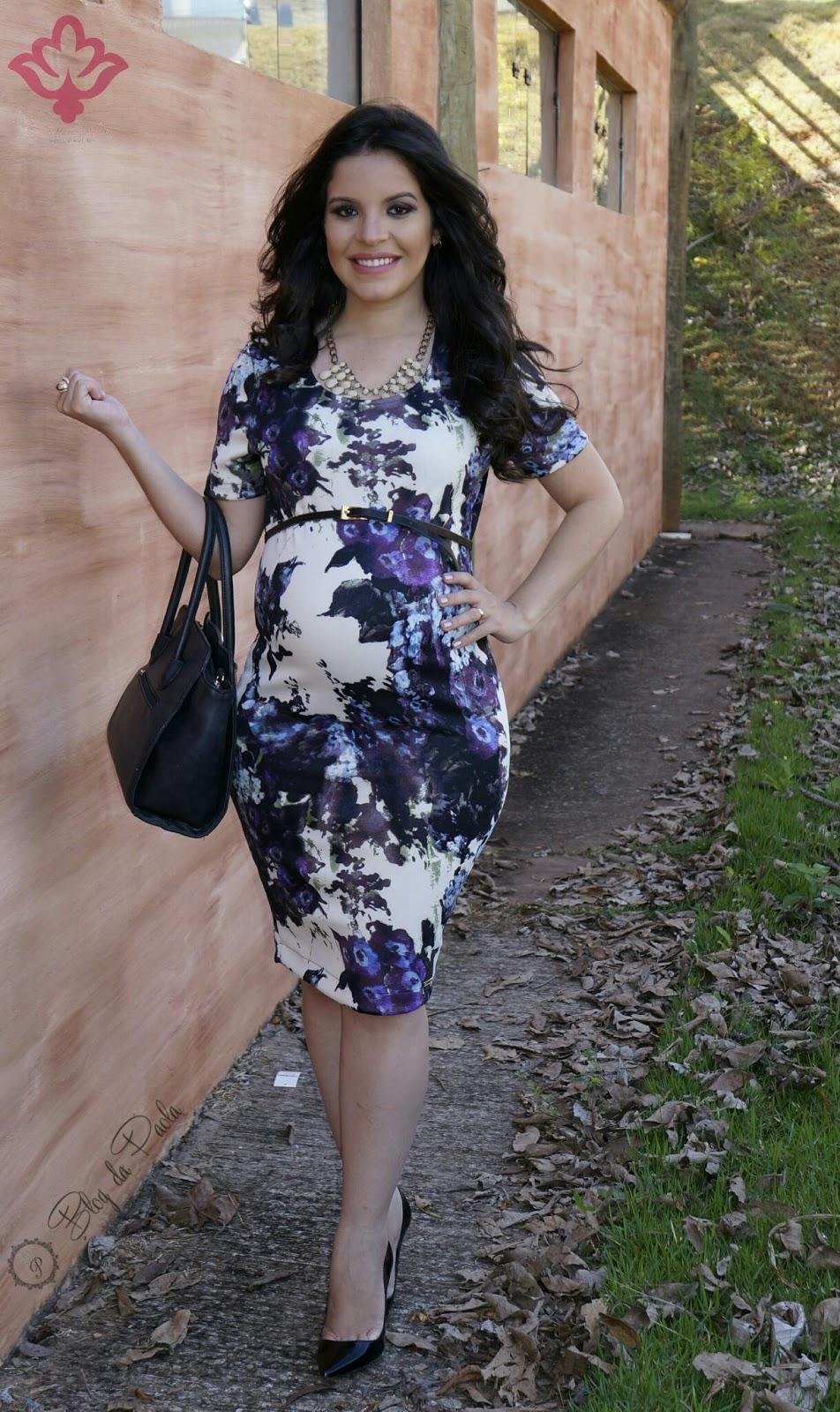 Vestido florido com scarpin preto