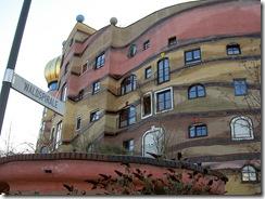 800px-Darmstadt-Waldspirale-Hundertwasser1