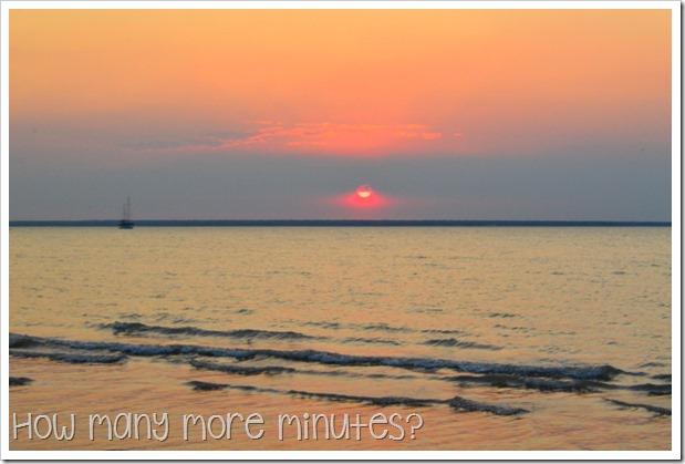 Mindil Beach Sunset Market   How Many More Minutes?