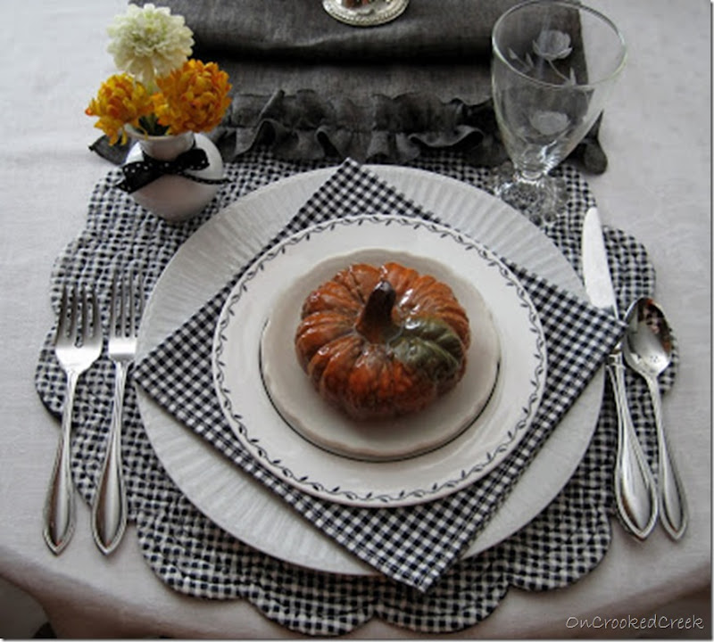 BLACK & WHITE AUTUMNAL Tabletop Oct 2015 004