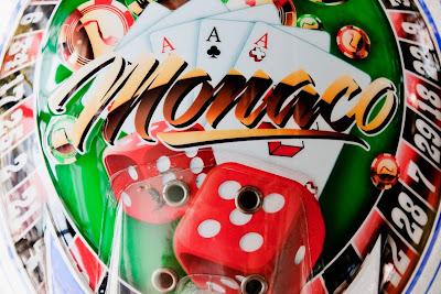 шлем Себастьяна Буэми в стиле казино для Гран-при Монако 2011