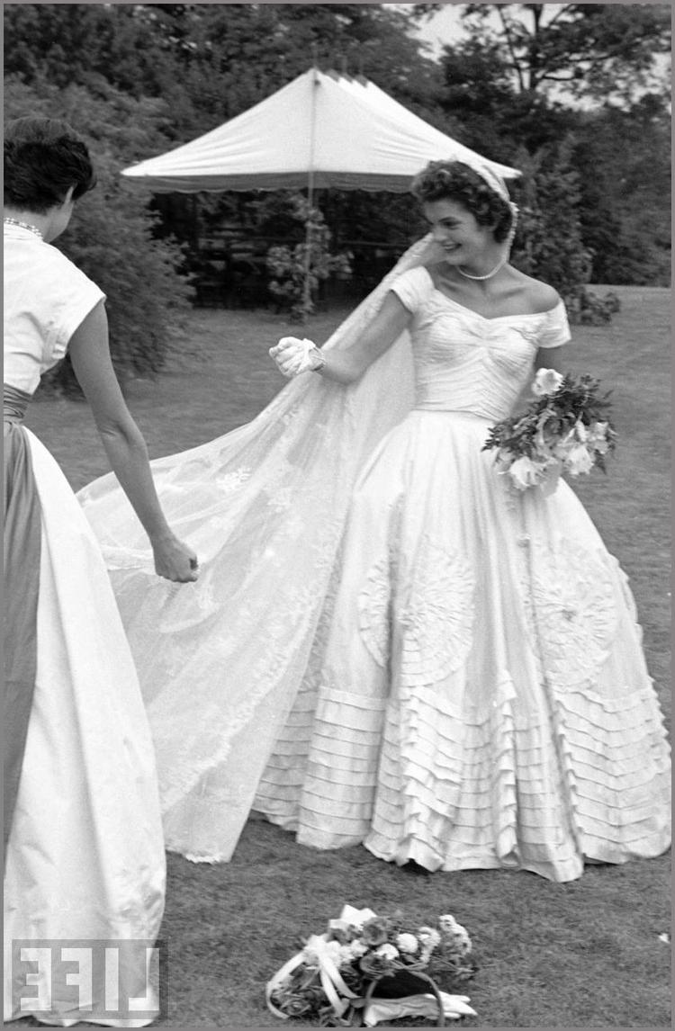 Daranesha 39 s blog jackie bouvier kennedy for Jackie kennedy wedding dress