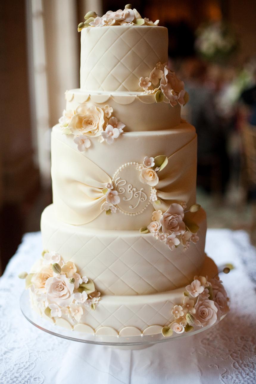champagne wedding cake. Image