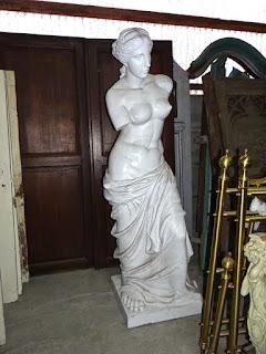 Скульптура 20-й век. Выполнена из дерева. Высота 220 см. 3900 евро.