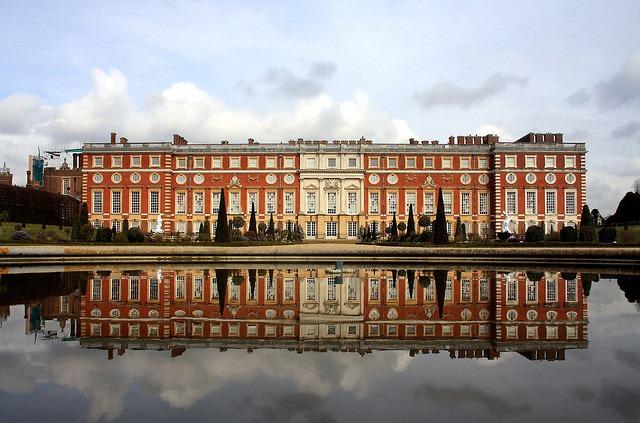 HamptonCourt-Palace
