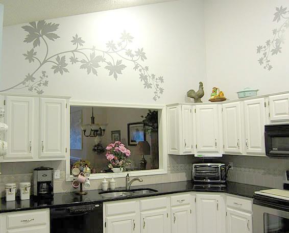 kuche wandgestaltung ideen cremeweisse wandfarbe beerenrote kueche kuchen deko - Kche Ideen Wandgestaltung