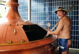 """Juergen Hopf steht am Donnerstag, 3. September 2009, in Schoenbrunn - Wunsiedel an einem Braukessel. Der Brauer stellt nackt Bier her, das nach eigenen Angaben erotisierende Wirkung haben soll. (AP Photo/Julia Kellner) ** zu unserem KORR. ** In this photo taken Sept. 3, 2009 brewer Juergen Hopf stands almost naked at a brewing kettle in Schoenbrunn - Wunsiedel, southern Germany, where he is brewing his so called """"Erotic Beer"""". (AP Photo/Julia Kellner)"""