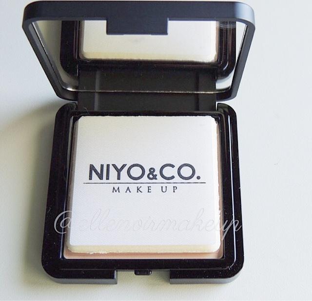 Cipria NIYO & CO. pratico piumino e specchietto