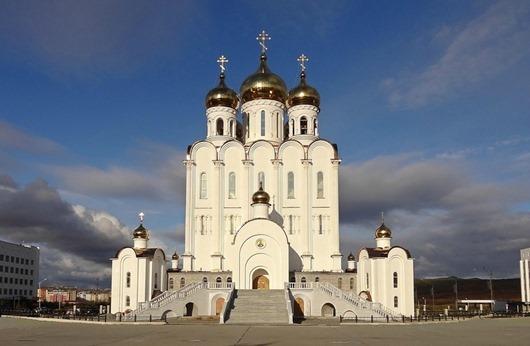 Svyato-Troickijj-sobor-v-magadane-1