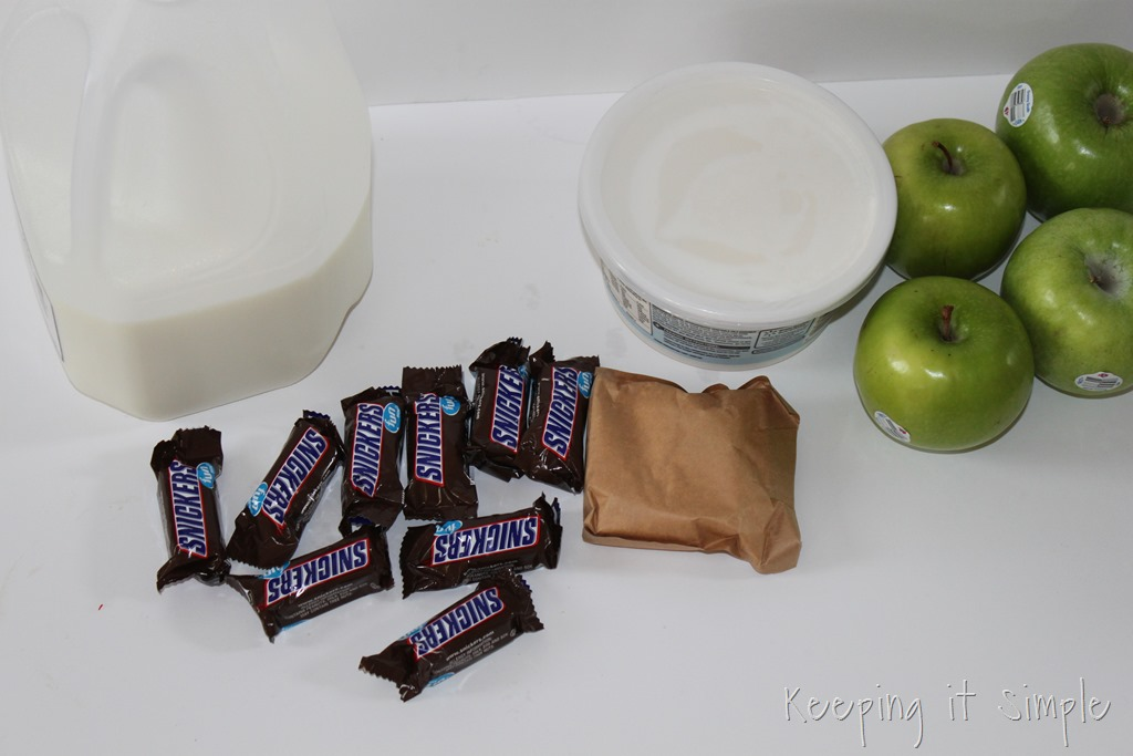 [%2523ad%2520SNICKERS%25C2%25AE-Apple-Salad-Served-in-a-Frankenstein-apple%2520%2523BooItForward%2520%25282%2529%255B3%255D.jpg]