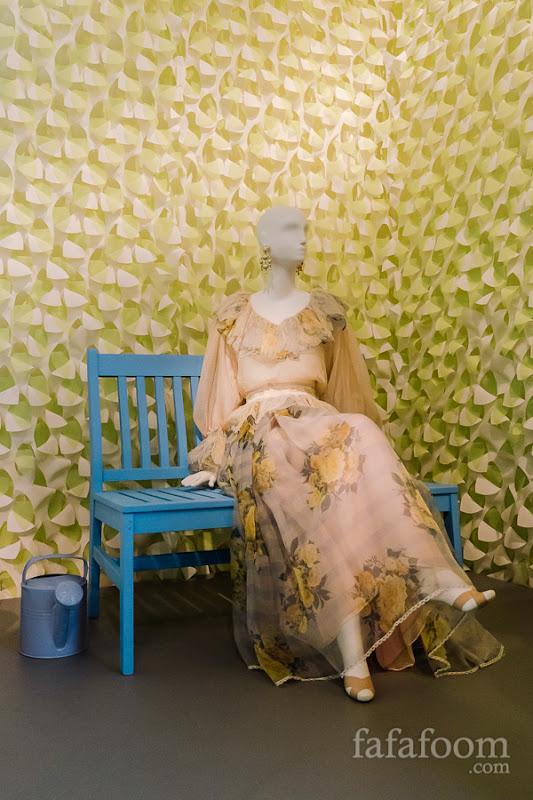 Oscar de la Renta, Evening ensemble: blouse and skirt, Spring 1983.